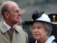 Princ Philip a britská kráľovná Alžbeta II.