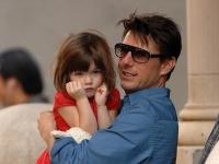 Tom Cruise sa s dcérou Suri už roky nestýka.