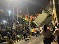 Najmenej 13 obetí a zhruba 70 zranených si vyžiadalo zrútenie časti mosta pre metro