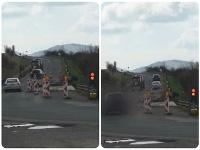 Vodiči na ceste medzi obcami Hniezdne a Kamienka totálne ignorujú červenú