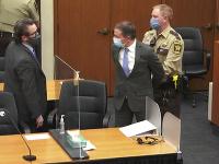 Policajt Derek Chauvin na súde