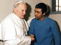 Ján Pavol II. a Ali Agca v roku 1983
