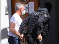 Obvinený bývalý prezident Policajného zboru SR Tibor Gašpar prichádza do budovy Špecializovaného trestného súdu v Banskej Bystrici
