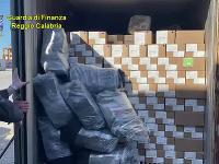 Podľa odhadov polície by mali zhabané drogy na čiernom trhu hodnotu vyše 100 miliónov eur.