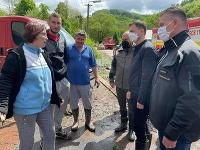 Obec spustošili hektolitre vody, na situáciu sa prišli pozrieť aj vládni predstavitelia.