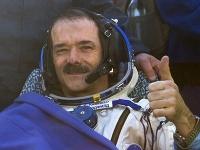 Hadfield po pristátí na Zemi v roku 2013