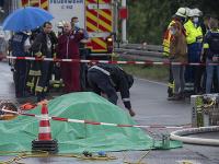 Policajti a hasiči zasahujú na mieste havárie ľahkého lietadla v Hesensku