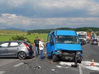 Zrážka dvoch vozidiel na križovatke pri obci Lieskove