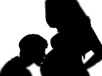 Adam Bárdy bude otcom.
