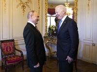 Vladimir Putin a Joe Biden na stretnutí v Ženeve