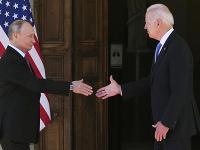 Vladimir Putin a Joe Biden pri vzájomnom stretnutí