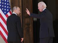 Vladimir Putin a Joe Biden počas stretnutia v Ženeve