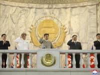 Vojenský sprievod v Severnej Kórei sledoval aj Kim Čong-un