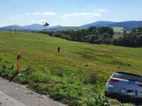 Motocyklistu transportovali vrtuľníkom