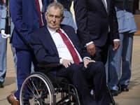 Kvôli problémom s nohami používa Zeman vozík