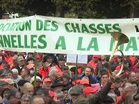 Tisíce poľovníkov vo Francúzsku protestovali proti zákazu tradičného lovu