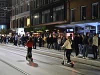 Ľudia v Nórsku vyšli do ulíc po zrušení reštrikcií