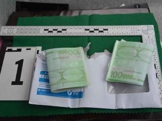 Policajti odhalili falošné stoeurovky
