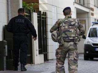 Rozsiahla protiteroristická razia na severe Francúzska  Prehľadali desiatky  domov fb4cc91550e