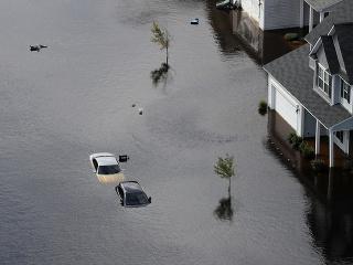 Štát Severná Karolína sa spamätáva z ničivej búrky Florence.