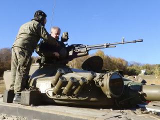 Andrej Kiska (vpravo), ktorý je zároveň hlavným veliteľom Ozbrojených síl SR, v pondelok navštívil Vojenský výcvikový priestor Kamenica nad Cirochou