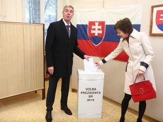 Béla Bugár pri volebnej urne