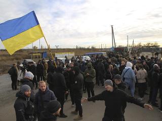 Separartisti aj vládne jednotky sa začali sťahovať z frontu