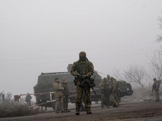 Oblasť strážia vojaci.