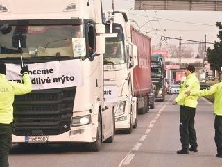 Únia autodopravcov Slovenska obnovuje