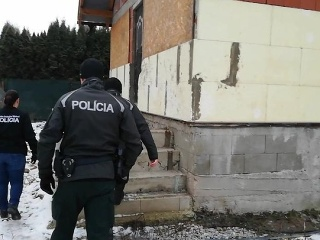 Polícia urobila niekoľko domových