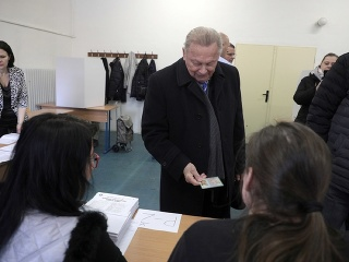 Schuster sa počas volieb