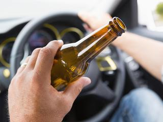 Alkohol za volantom opäť