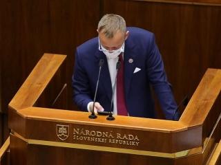 Mimoparlamentné strany reagujú: Odvolávanie
