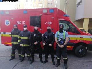 Policajti spolu s hasičmi