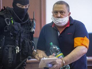 Na snímke obvinený starosta