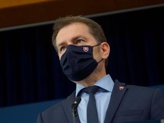 Premiér plače nad správaním