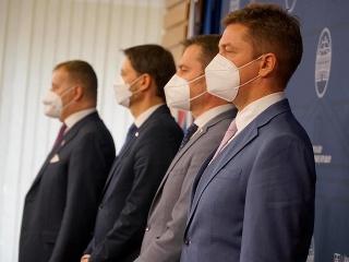 Za svoje obleky to páni politici od odborníčky poriadne schytali. Takto sa chodí do práce?