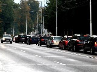 Ulicami Banskej Bystrice šoférovali