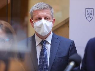 Zabudol minister Vladimír Lengvarský na tehotné ženy? Zatiaľ ich nikto prioritne neočkuje.