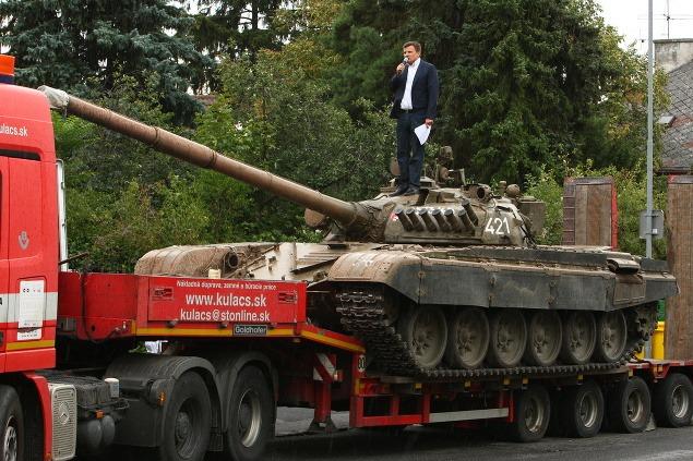 Alojz Hlina pristavil tank