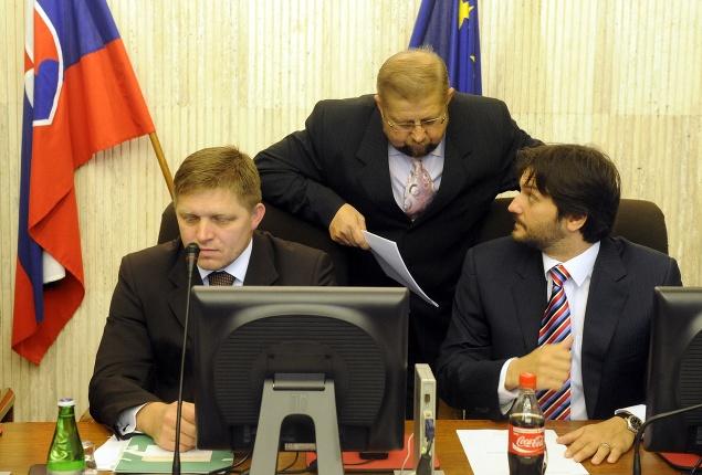 Robert Fico (vľavo),