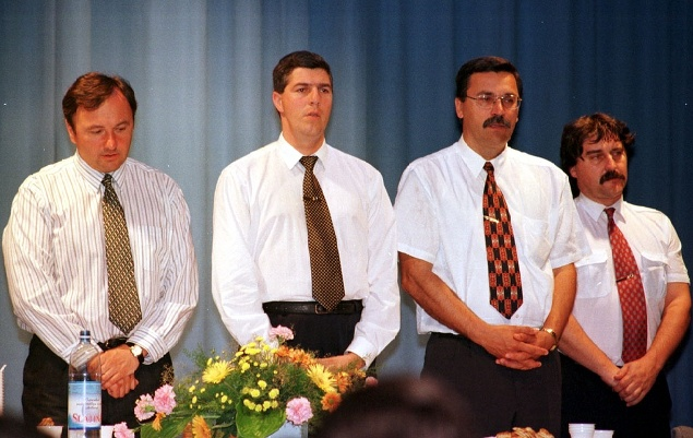 Na snímke zľava poslanci