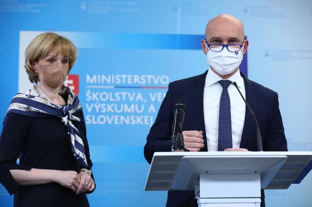 MIMORIADNE Minister Gröhling oznámil