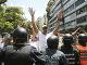 Polícia v Caracase bránila