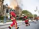 Hasiči zachraňujú požiar.
