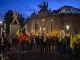 Kurdskí demonštranti držia žlté