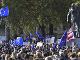 V Londýne protestujú desaťtisíce