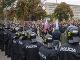 Protestujúci pred Úradom vlády