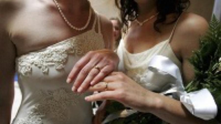 Lesbické zvádza vydatá žena