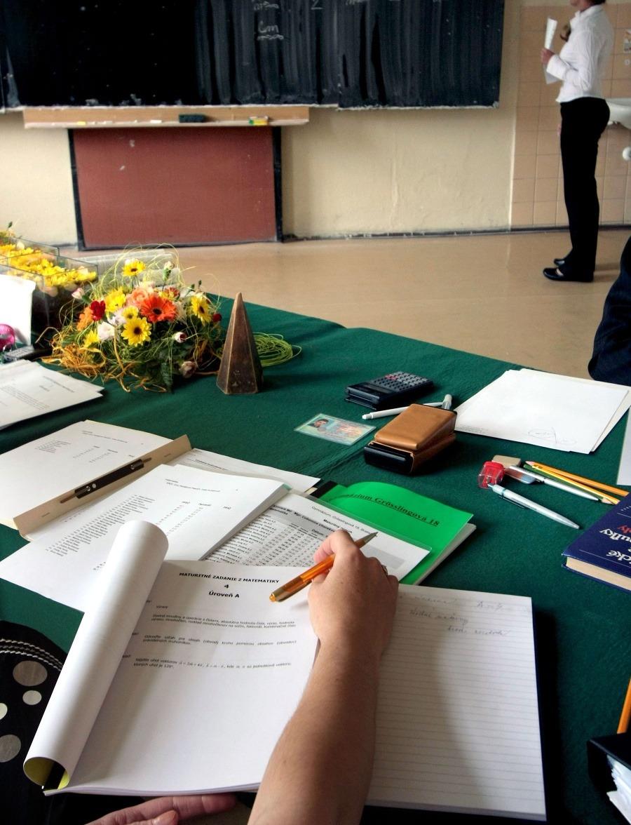 Kvalita stredných škôl  Vyše polovica maturantov sa cíti nepripravená na  prijímačky  696770012b4